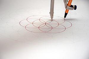 Kinder zeichnen gerne die Zirkelblume