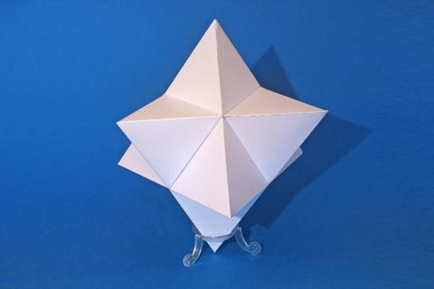 Sterntetraedermodell, das mit diesem Bausatz entwickelt worden ist.